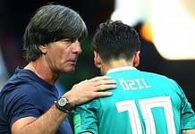 1) Joachim Löw kann Mesut Özil nicht erreichen